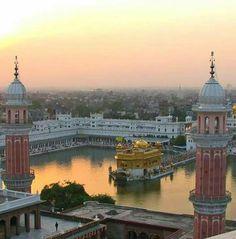 Guru Nanak Ji, Harmandir Sahib, Golden Temple Amritsar, Gurbani Quotes, Krishna Art, Tower Bridge, Gods Love, Paths, Taj Mahal