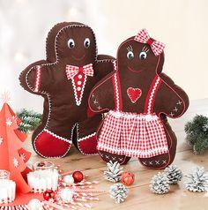"""Wir machen heute mal eine ganz besondere Art der Weihnachtsbäckerei! Im Blog nähen wir Lebkuchenkissen - natürlich mit kostenlosem Schnittmuster zum Nachbacken - äh -nähen """"grin""""-Emoticon http://blog.buttinette.com/naehen/anleitung-weihnachtliche-lebkuchenkissen-naehen"""