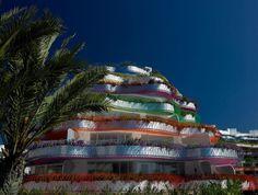 dezain.net • ジャン・ヌーヴェルが設計したスペイン、イビサ島のコンドミニアム「Las Boas Ibiza」の写真と動画