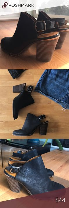 ▫️LUCKY BRAND▫️Slingback Clogs Mules 100% leather upper and wooden-stacked heel clogs from lucky brand. These are a great fall transition item and so so comfortable. I just never wear heels so I'm selling. Comment with any questions or for additional details! Lucky Brand Shoes Mules & Clogs