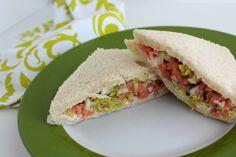 Sandwich de Salmón, cebolleta y lechuga - Cocinillas.es