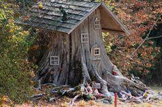 One of my favourite fairy houses. Fairy Tree Houses, Fairy Garden Houses, Gnome Garden, Garden Art, Mini Fairy Garden, Fairy Doors, Miniature Fairy Gardens, Fairy Land, Pergola