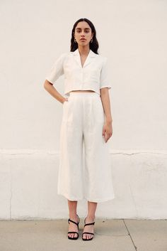 5 Trends that prove new age fashion is all about comfort. spring summer fashion wardrobe staples essentials 2019 comfortable trends street style new age fashion celebrity style white sneakers Jean Outfits, Casual Outfits, Cute Outfits, Fashion Outfits, Fashion Tips, Fashion Trends, Girly Outfits, 20s Fashion, Fashion Styles