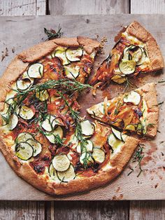 pizzas ricotta This rustic tart is quick and easy to make, and the final result is light and fl. This rustic tart is quick and easy to make, and the final result is light and flaky, with a delicious nutty flavour. Tart Crust Recipe, Quiche, Donna Hay Recipes, Vegetable Tart, Savory Tart, Tart Recipes, Dessert Recipes, Ricotta, Recipes