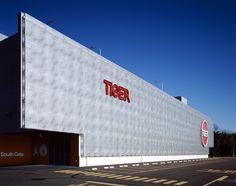 Pachinko Tiger Kagitori // 2005Sendai, Miyagi Prefecture, Japan // Atelier Hitoshi Abe / 阿部仁史アトリエ Facade Design Pattern, South Gate, Building Contractors, Architecture Awards, Sendai, Miyagi, Urban Design, Surface, Japan