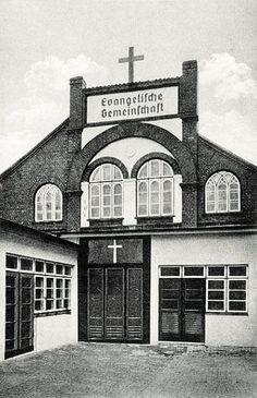 Haus der Evangelischen Gemeinschaft in Königsberg. Es handelt sich um die Gemeinde II in der Königstraße Nr. 20.  Die Evangelische Gemeinschaft, nach ihrem Gründer auch Albrechtsbrüder genannt, war eine methodistische Kirche die 1803 von Jakob Albrecht unter deutschen Auswanderern in den Vereinigten Staaten gegründet wurde.