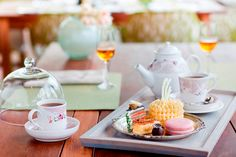 Drawing on the charm of its colonial past, Pierneef à la Motte restaurant's Winelands high tea combines indulgent sweet and savour confectionary with timeless tradition. Cajun Recipes, Italian Recipes, Food Stall, Fish And Chips, French Food, Southern Recipes, High Tea, Food Plating, Food Truck