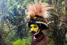 40-HULI-1122-proc man with yellow face and headddress by viajologia, via Flickr