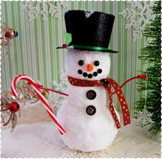 Dollar Store Snowman tutorial by Beth from Alyssabeths Vintage. How can you resist crafting this cute handmade winter decoration?