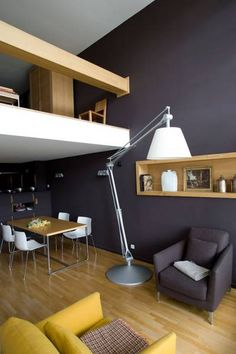 Living. Pared gris sin zocalo. grey walls + blonde floors - I may want to do this in my place!