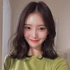 빌드펌 Asian Short Hair, Asian Hair, Curled Hairstyles, Pretty Hairstyles, Medium Hair Styles, Short Hair Styles, Kpop Hair, Japanese Beauty, Girls Makeup