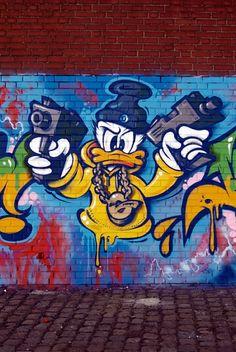 In Pictures Graffiti of Donald Duck, Graffiti makes this cartoon charter Look bad ass. Graffiti Wall Art, Graffiti Wallpaper, Graffiti Drawing, Graffiti Painting, Murals Street Art, Street Art Graffiti, Graffiti Cartoons, Graffiti Characters, Cartoon Drawings