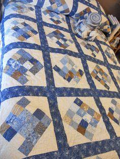 Really like the blueberry crumb cake fabrics in this quilt  #modabakeshop #modafabrics #lovepinwin