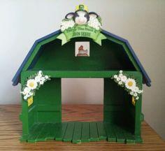 "Mary Moo Moos John Deere Diplay Shelf Green Barn Shape Yellow White Daisies 8.5"""