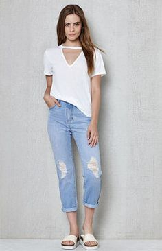 Pacsun PacSun Clearwater Mom Jeans Found on my new favorite app Dote Shopping Pacsun, Must Haves, Vintage Inspired, Bermuda Shorts, Mom Jeans, Light Blue, Capri Pants, Shopping, Clothes
