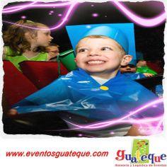 Una sonrisa es el reflejo de un gran logro, así como la sonrisa de este pequeñito. ¡Felicidades por tu graduación!
