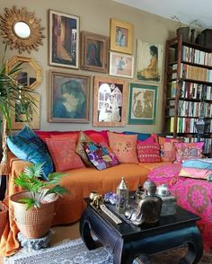 LOVING THIS GLORIOUS, BRIGHTLY COLOURED, ECLECTIC ROOM, WITH ITS' AMAZING ART WALL, HOT PINK COVERED SOFA, WITH A FABULOUS MIX OF CUSHIONS & BEAUTIFUL PIECES, USED AS DECOR! - LOOKS ABSOLUTELY FABULOUS! #️⃣