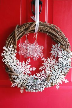 Winter wreath could do this with dollar store snowflakes