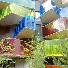 Seguin está localizado no Lote V no lado noroeste de Boulogne -Billancourt, França. O projeto foi concebido pela Agence Bernard Bühler com um estilo urbano que apresenta uma fachada de cada lado .  Mais detalhes em https://www.instagram.com/estudio.forma/