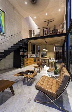 Fechar p andar de cima com a suite do casal e colocar uma janela grande com cortina voltada pro lado de dentro da casa