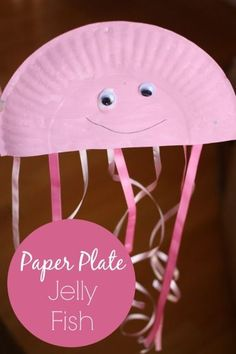 An easy paper plate jellyfish craft for kids.  Perfect for a preschool ocean unit or when learning about underwater animals at home - Happy Hooligans #homedaycare