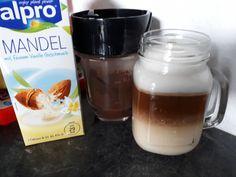 Kawa z mlekiem migdałowym