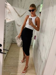 Fearne, Rosie HW and Rochelle Love Zara as Much as We Do—Here's the Proof - - We might not have all the trappings of a celebrity's life, but we can shop like them. Here are five celebrities who love shopping Zara as much as we do. Classic Outfits, Trendy Outfits, Summer Outfits, Fashion Outfits, Womens Fashion, Zara Fashion, Look Fashion, Gothic Fashion, Fashion Clothes