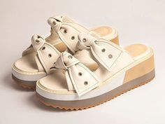 Micadel Wedge Sandals, Shoes Sandals, Cute Headphones, Fashion Shoes, Girl Fashion, Huaraches, Summer Shoes, Boat Shoes, High Heels