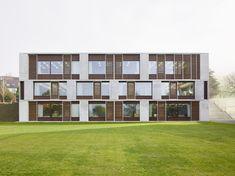 Schweizer Schulhaus von Peter Moor