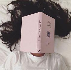 J'ai lu énormément de livres dans ma vie. Bien que j'adore les histoires d'aventures ou celles qui nous tiennent éveillées jusqu'au petit matin, j'ai un faible pour le…