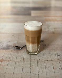 Vanilla oatmeal latte – Judoka Margriet Bergstra Healthy Food, Healthy Recipes, Pint Glass, Espresso, Latte, Oatmeal, Beer, Drinks, Breakfast