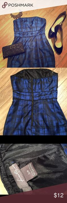 Forever 21 size small blue & black party dress Forever 21 size small blue & black strapless party dress.   Beautiful print, black trim and exposed back zipper. Forever 21 Dresses Strapless