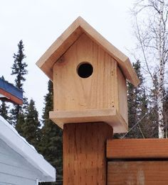 cedar fence picket birdhouse - $2 in materials, free plans by ana-white.com #birdhousekits