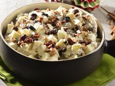 Delicious sweet salad to accompany all the Christmas dinner dishes. Prepared with apple, pineapple, walnut and raisins. This traditional dish is perfect to share and celebrate these holidays in the company of your loved ones. Mexican Food Recipes, Dessert Recipes, Desserts, Mexican Dishes, Cooking Time, Cooking Recipes, Xmas Dinner, Tasty, Yummy Food