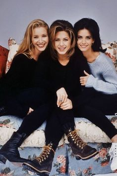 phoebe buffay rachel green and monica geller Friends Tv Show, Tv: Friends, Serie Friends, Friends Cast, Friends Moments, Friends Forever, Monica Friends, Friends Phoebe, Three Best Friends