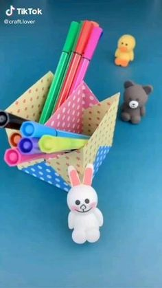 Diy Crafts Hacks, Diy Crafts For Gifts, Diy Arts And Crafts, Creative Crafts, Fun Crafts, Paper Crafts Origami, Paper Crafts For Kids, Instruções Origami, Origami Videos