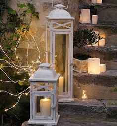 Christmas Decoration Ideas - Home Bunch - An Interior Design & Luxury Homes… Christmas Lanterns, Christmas Decorations, Holiday Decor, Christmas Centerpieces, Christmas Ideas, Lanterns Decor, Candle Lanterns, White Lanterns, Flameless Candles