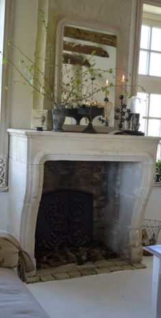 Jeanne d'Arc Living-boerderij. Classic Fireplace, Home Fireplace, Fireplace Surrounds, Fireplace Mantels, Sandstone Fireplace, White Mantle, Stone Mantel, Hearths, Light My Fire