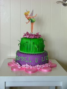 This tink on cupcake cake Tinkerbell Birthday Cakes, Twin Birthday Cakes, Tinkerbell Party, Pretty Cakes, Beautiful Cakes, Amazing Cakes, Fondant Cakes, Cupcake Cakes, Cake Designs For Girl