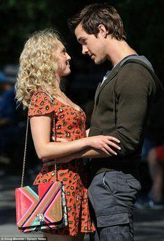 "AnnaSophia Robb and Chris Wood, ""The Carrie diaries""."