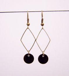 Boucles d'oreilles losange et sequin émaillé noir : Boucles d'oreille par les-bijoux-de-circe
