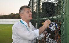 Suker, da Croacia  fez sucesso com os torcedores no treino aberto da Croácia neste sábado (Foto: Eric Luis Carvalho).