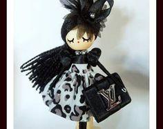 Broche y collar de muñeca bailarina