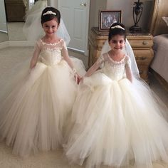 I found some amazing stuff, open it to learn more! Don't wait:https://m.dhgate.com/product/new-2017-long-sleeve-flower-girl-dresses/393374517.html