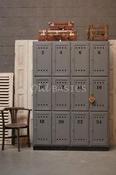 Stoere 12 deurs locker van www.old-basics.nl webshop ook voor oude brocante luiken, stoelen, koffers en kratten!