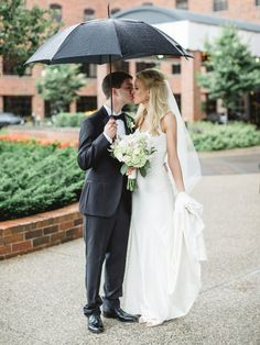 Rainy wedding, bride and groom, Modern wedding, Weisman Art Museum, Weisman Art Museum wedding, Minneapolis wedding, wedding details, wedding jewelry, Rochelle Louise Photography
