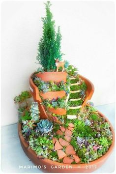 Broken Pot Succulent Remake Broken Pot Broken Flower Pot fairies garden - All For Garden Broken Pot Garden, Fairy Garden Pots, Fairy Garden Houses, Fairies Garden, Fairy Crafts, Garden Crafts, Diy Garden Decor, Garden Ideas, Succulent Gardening