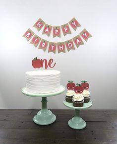 Harvest Birthday Party, Apple Birthday Parties, First Birthday Party Themes, Themed Birthday Cakes, Fall Birthday, Girl First Birthday, Happy Birthday Banners, Themed Cakes, 5th Birthday