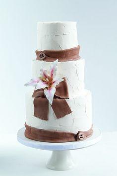 Rustic, textured buttercream wedding cake with fondant burlap ribbon and solitary Anastasia lily. Fondant Wedding Cakes, Buttercream Wedding Cake, Fondant Cakes, Luxury Wedding Cake, Floral Wedding Cakes, Rustic Wedding, 25 Anniversary Cake, Cake Gallery, Burlap Ribbon