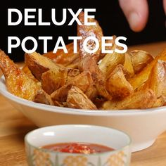 Deluxe potatoes Deluxe potatoes Potatoes au four Tasty Videos, Food Videos, Cooking Videos, Comida Diy, Yellow Squash Recipes, Healthy Breakfast Recipes, Lunch Recipes, Love Food, Food To Make